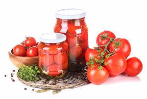 Свежие и соленые помидоры