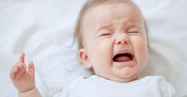 У ребенка болит живот и рвота: причины, помощь