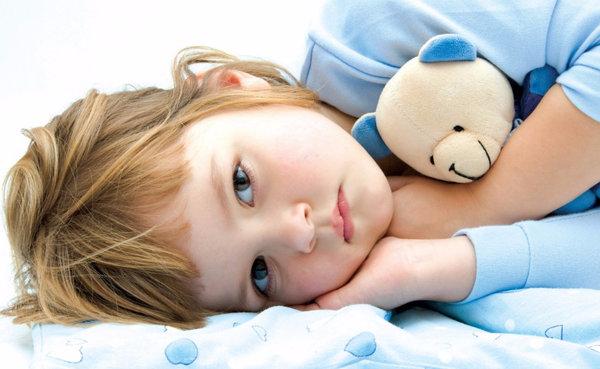 У ребенка болит живот каждый вечер
