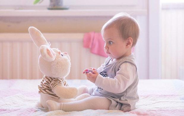 Во сколько месяцев можно ребенка сажать девочку в 719