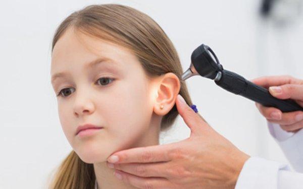Болезни уха у детей симптомы и лечение - У ребенка болит
