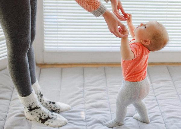 Как научить ребенка ходить самостоятельно без поддержки