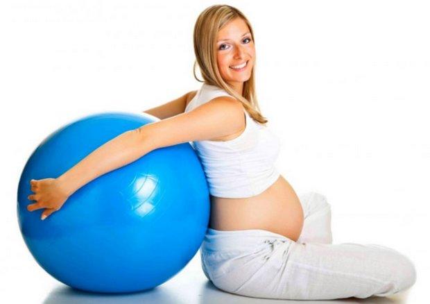 Упражнения для спины на фитболе для беременных