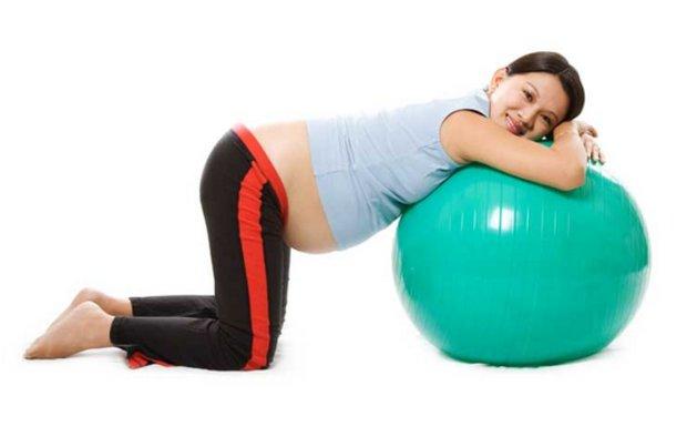 Упражнение для спины на фитболе для беременных 91