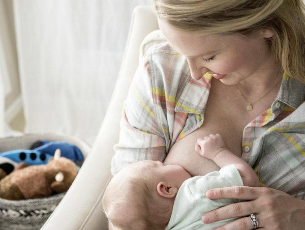 Как лучше отлучать ребенка от грудного вскармливания